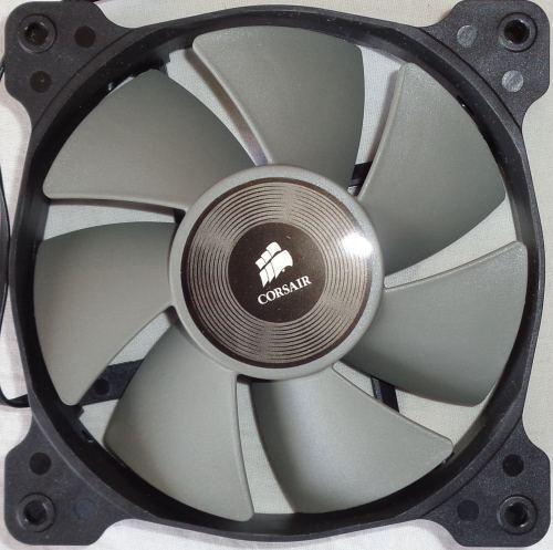 Corsair_H75_ventilateur_face