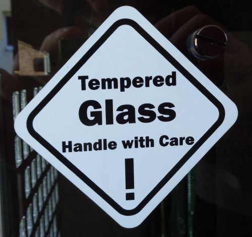 In_Win_904_glass_warning