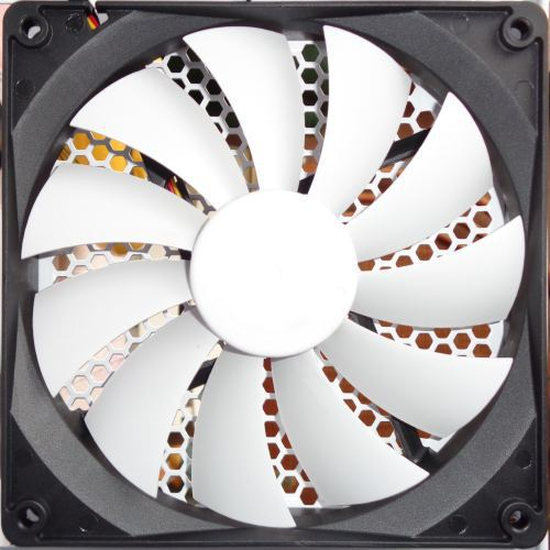 Fractal_Design_node_304_ventilateur_14_arriere