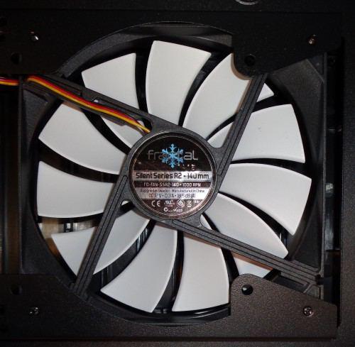 Fractal_Design_Core_3300_interieur_ventilateur