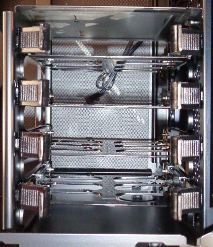 Corsair_Carbide_330R_interieur_cage_hdd