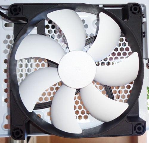 NZXT_H440_interieur_ventilateur_arriere