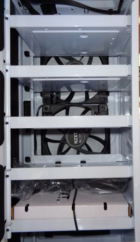 NZXT_H440_interieur_ventilateurs_et_racks_hdd