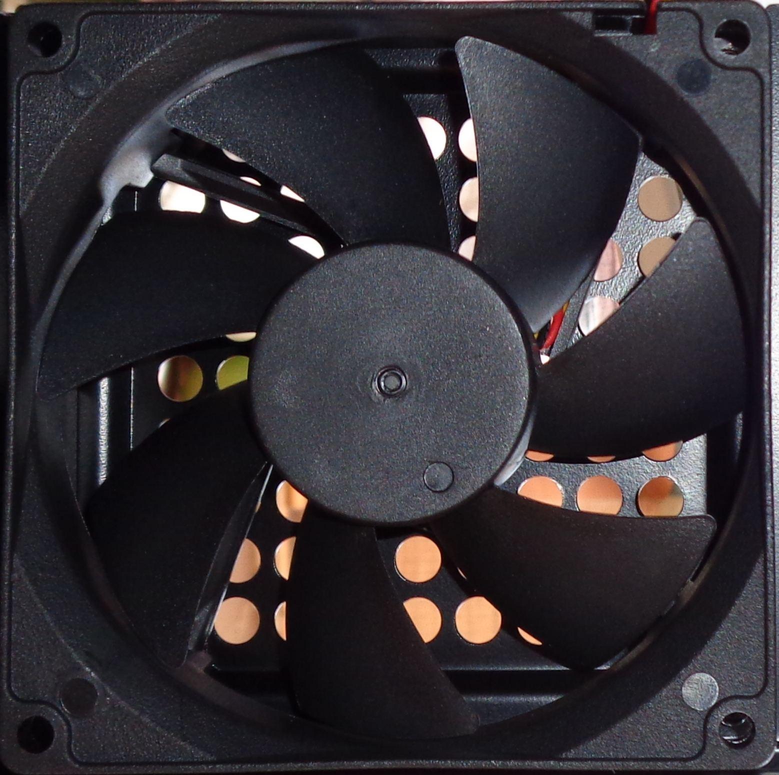 cougar qbx interieur ventilateur conseil config. Black Bedroom Furniture Sets. Home Design Ideas