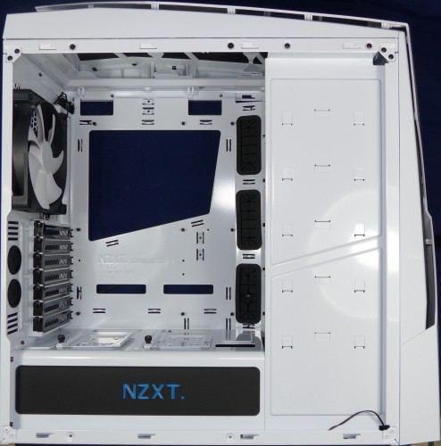 NZXT_Noctis_450_interieur