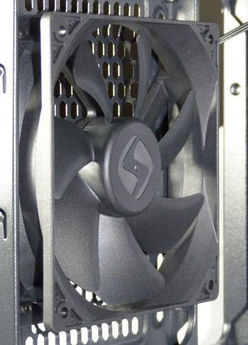 SilentiumPC_Gladius_M35_pure_black_interieur_ventilateur_arriere