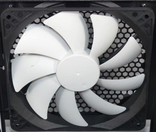 Fractal_Design_Core_500_interieur_ventilateur