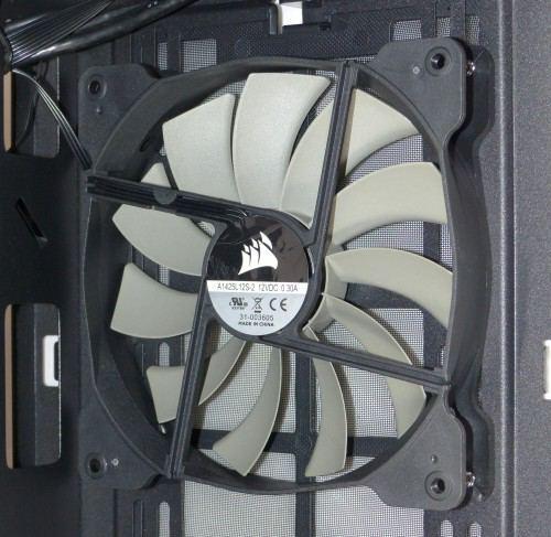 Corsair_carbide_400Q_interieur_ventilateur2_avant