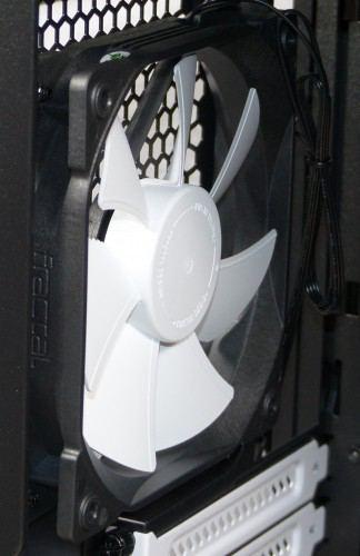 Fractal_Design_Define_Nano_S_interieur_ventilateur_arriere