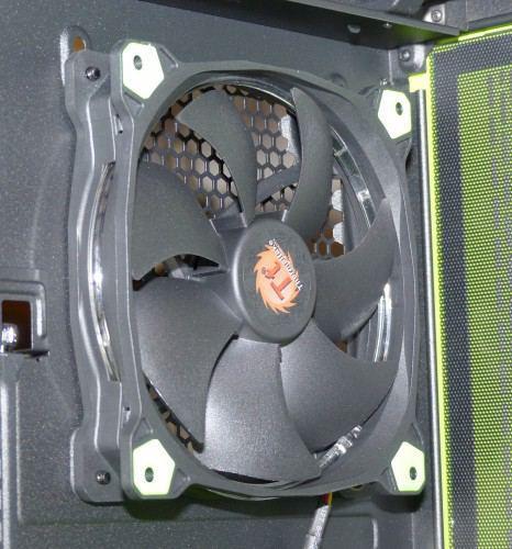 Thermaltake_Core_X5_Riing_Edition_interieur_ventilateur