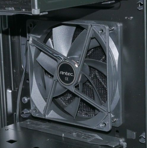 Antec_P9_Window_interieur_ventilateur_avant