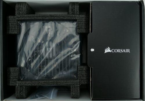 Déballage Corsair RM 750, intérieur de la boite.