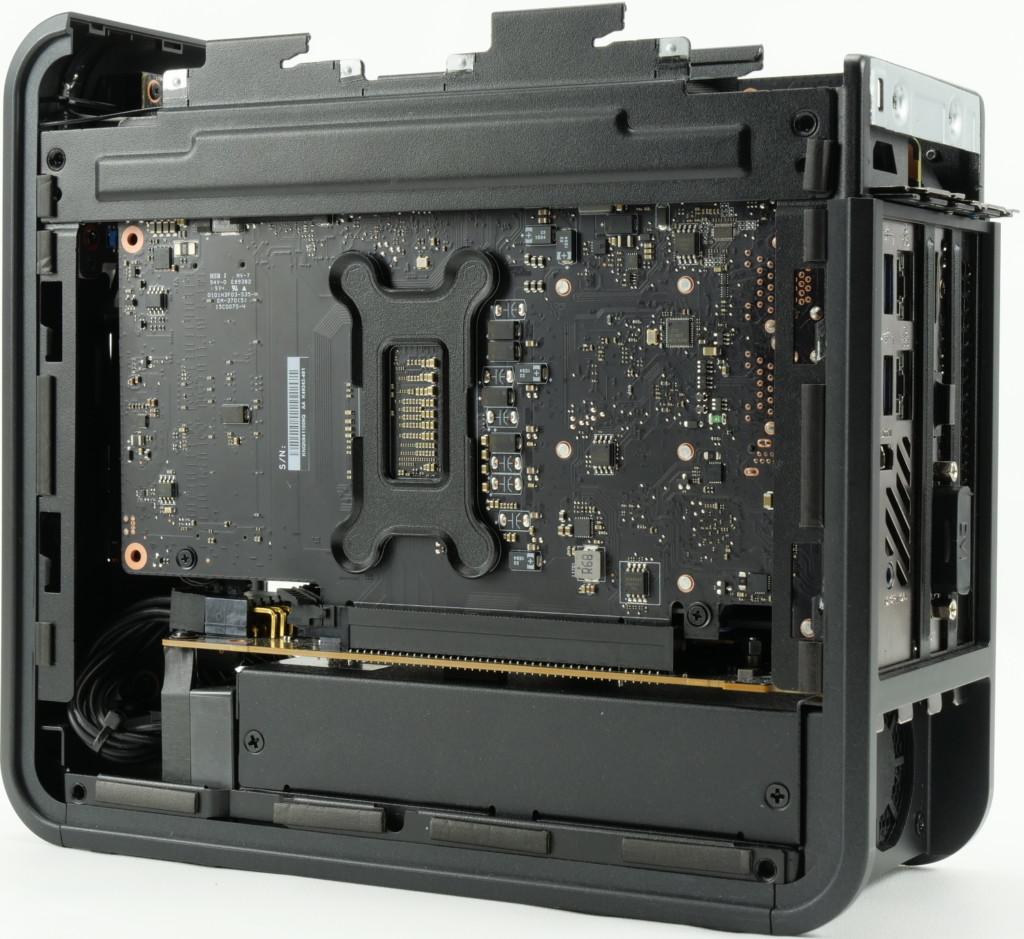 Intel NUC 9 Extreme intérieur côté compute element